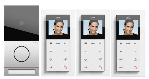 Pachet interfonie GIRA System 107 compus din o stație interfon video pentru exterior și 3 pentru interior