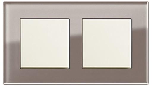 Două întrerupătoare simple GIRA Esprit crem lucios cu ramă dublă sticlă umbră