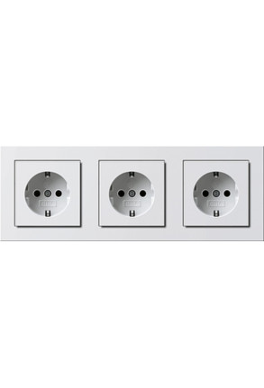 Trei prize Schuko GIRA cu ramă triplă alb lucios și doză pentru perete gips-carton