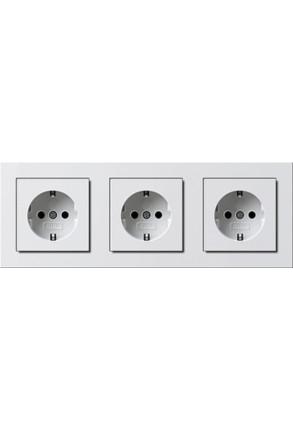Trei prize Schuko GIRA E2 flat cu ramă tripla alb lucios