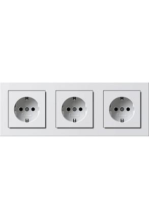 Trei prize Schuko GIRA cu ramă tripla alb lucios și doza pentru perete gips-carton