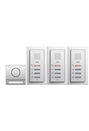 Pachet interfonie GIRA System 107 compus din o stație interfon audio pentru exterior și 3 pentru interior