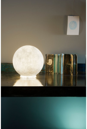 T.Moon Micro - Lampă de masă albă din nebulit în formă de lună